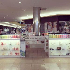 Naprodaj je utečen posel prodaje tekočih parfumov in dišav za dom priznane italijanske verige Inestasy